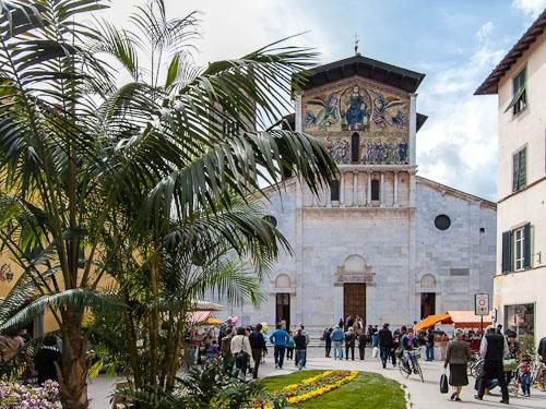 Kirkjan í dag stendur á grunni pílagrímakirkjunnar í Lucca